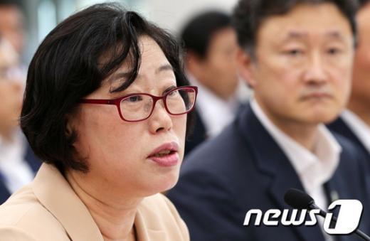 [사진]윤진숙 장관, 국회 농해수위 출석