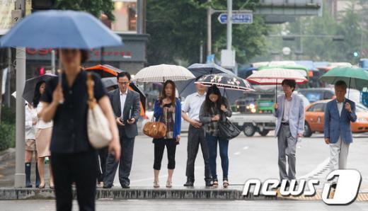 [사진]우산 쓴 시민들