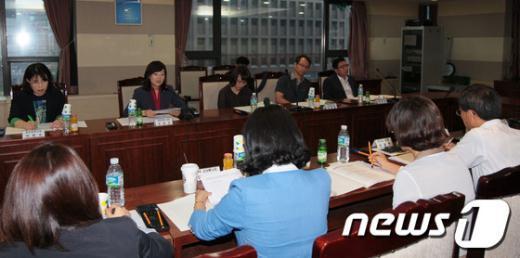 [사진]간담회에서 발언하는 조윤선 장관