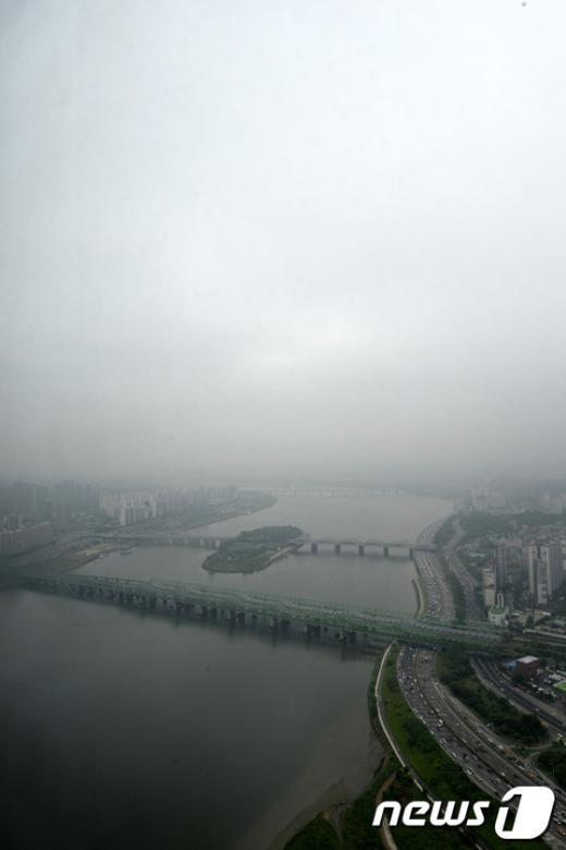 [사진]한강 뒤덮은 먹구름