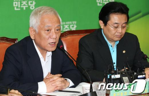 [사진]고위정책회의 모두발언하는 김한길 대표
