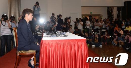[사진]박지성 기자회견, 쿨한 열애인정 빛난 재치 발휘!