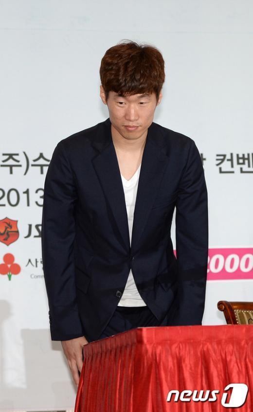 [사진]박지성, 김민지 아나와 열애설 인정