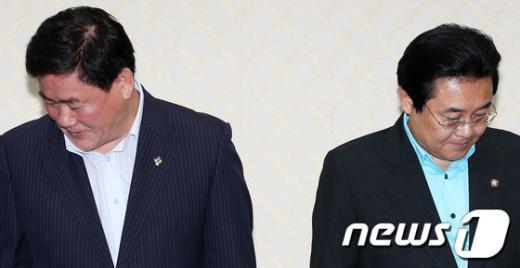 """[사진]여야 원내대표 회동, """"싸늘하네"""""""