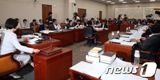 """[사진]상설특검법 등 법사위 상정…檢개혁 논의 """"시동"""""""