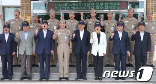[사진]황우여 대표, 해군 제1함대 방문