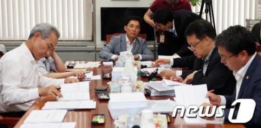 [사진]정무위, 독점규제 및 공정거래 논의