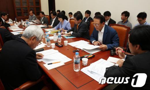 [사진]국회 국방위 법안소위