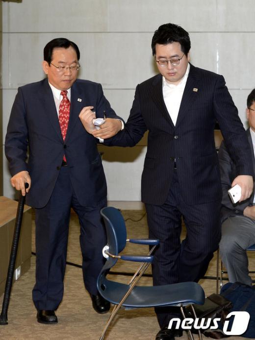 [사진]대의원총회 참석한 윤석용 회장