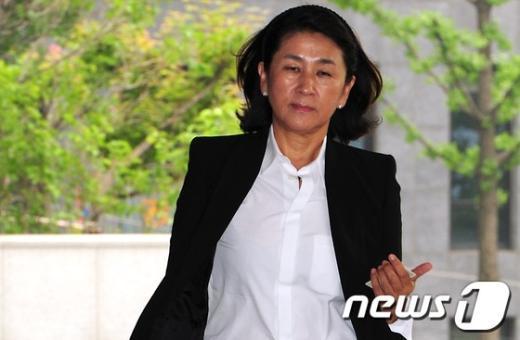 [사진]홍송원 서미갤러리 대표, 검찰 소환