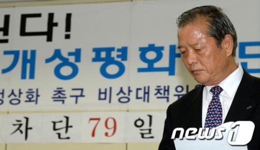 [사진]굳은 표정의 김학권 비대위 공동위원장