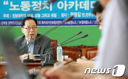 [사진]민주당서 강연하는 권영길 전 대표