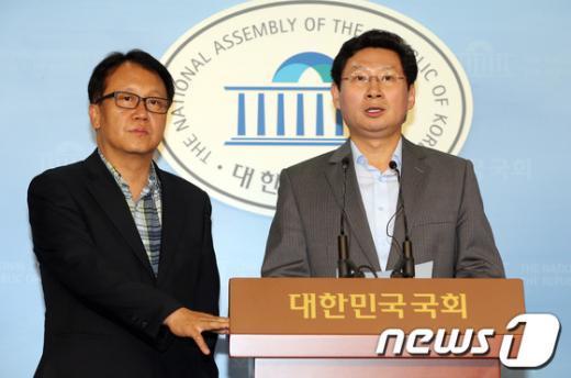 [사진]언론인 출신 의원들, 한국일보 정상화 촉구