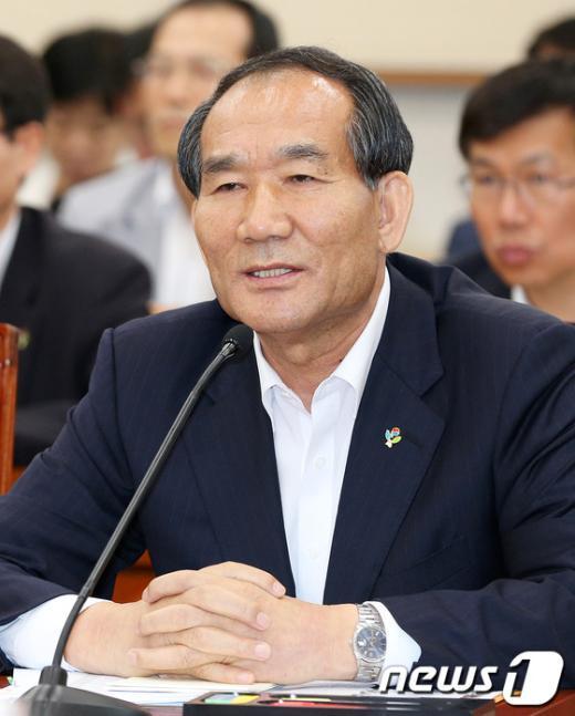 [사진]답변 태도 사과하는 박승춘 국가보훈처장