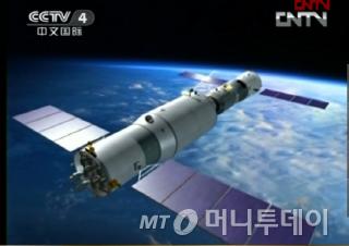 중국 실험용 우주정거장 톈궁(天宮) 1호가 유인 우주선 선저우(神舟) 10호와 도킹해 우주궤도를 돌고 있다.