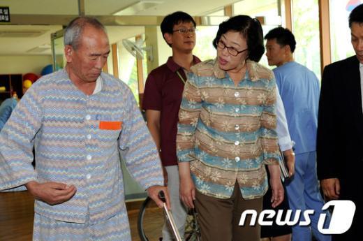 [사진]윤진숙 장관, 대전보훈요양원 방문