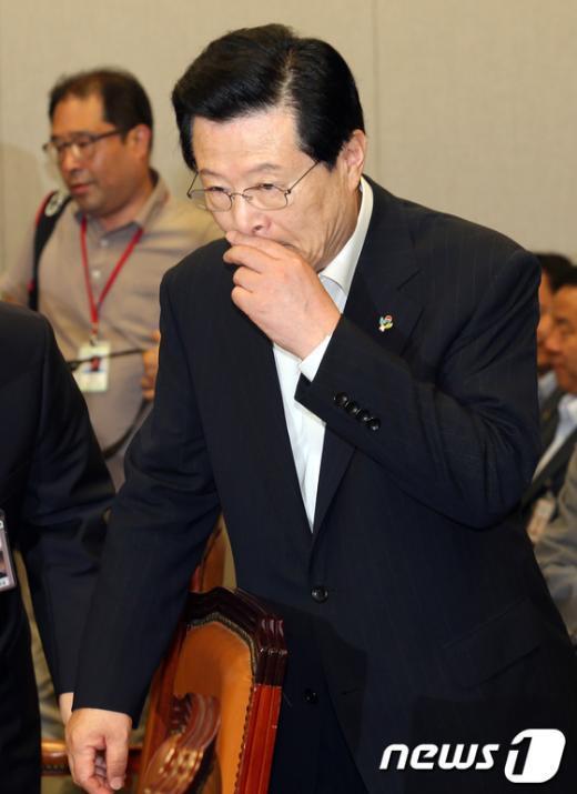 [사진]국회 운영위 출석한 허태열 비서실장