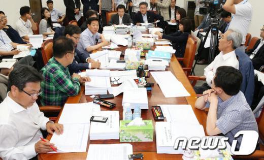 [사진]국회 정무위, 일감몰아주기 규제법 논의