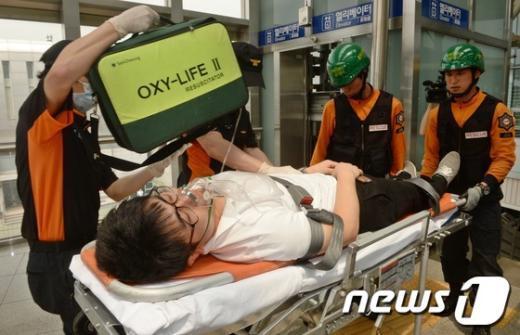 [사진]엘리베이터에 갇힌 승객 구조