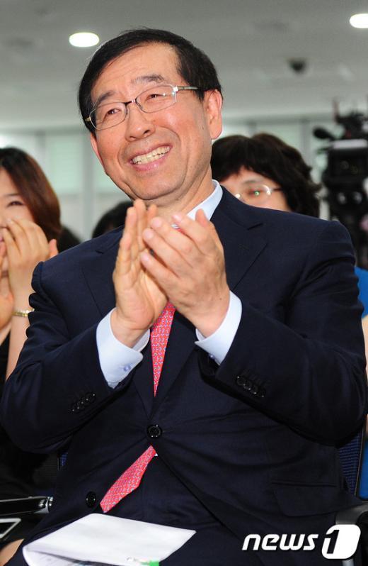 [사진]박수치는 박원순 시장