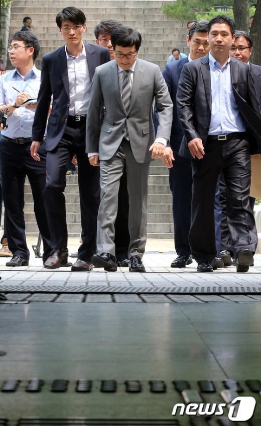 [사진]법원 출석 이재현 회장의 무거운 발걸음