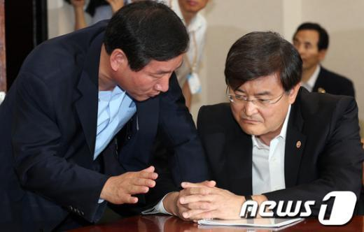 [사진]논의하는 유정복-서승환 장관