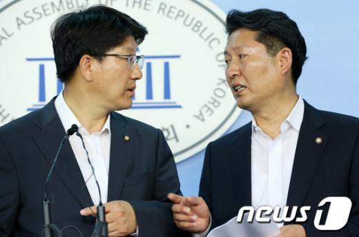 """[사진]국정원 특위, """"옥신각신"""""""