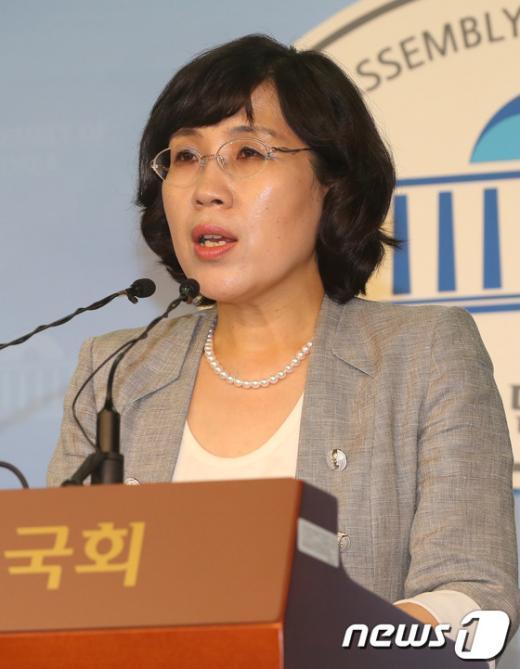 """[사진]""""임내현 성희롱 발언"""" 기자회견하는 김현숙 의원"""