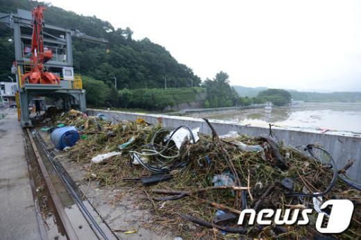 [사진]팔당댐의 쓰레기
