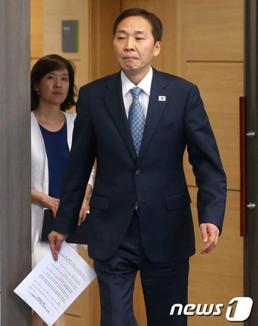 [사진]입장하는 김기웅 수석대표