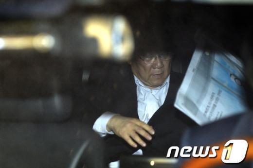 [사진]한국일보 집어든 장재구 회장