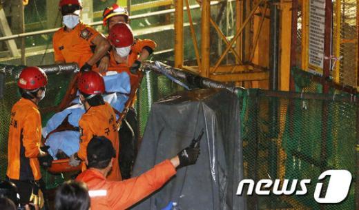 [사진]노량진 수몰사고 희생자 시신 2구 수습