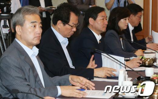 [사진]체험캠프 안전대책 당정협의 참석한 장관들