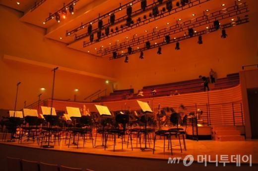 ↑ 예술의 전당 콘서트 홀 처럼 무대 뒤편에 합창석(160석)이 있다. ⓒ사진=송원진