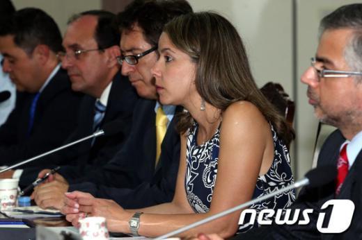 [사진]발언 듣는 콜롬비아 국방부 전략기획차관