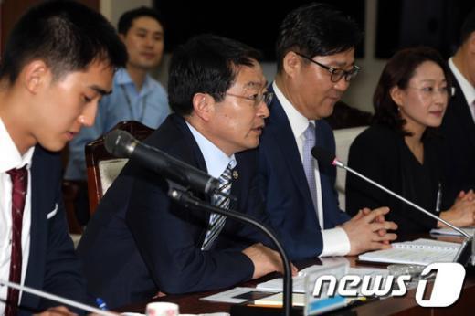 [사진]모두발언하는 백승주 국방부차관