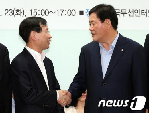 [사진]김상헌 NHN대표이사 손잡은 최경환 원내대표