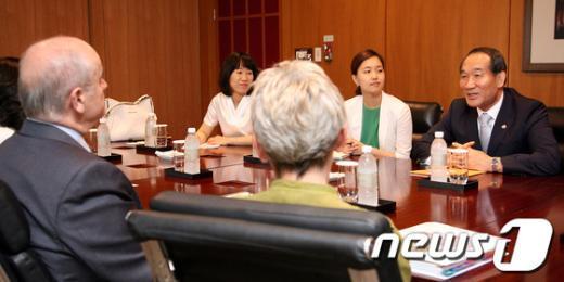 [사진]박승춘 보훈처장, 캐나다정부대표단 접견