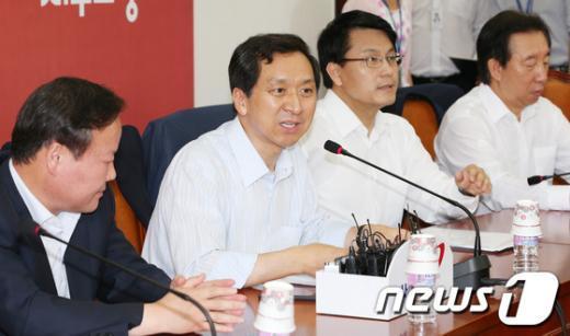[사진]원내대책회의 주재하는 김기현 정책위의장