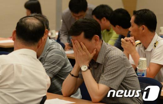 [사진]굳은 표정의 입주기업인들