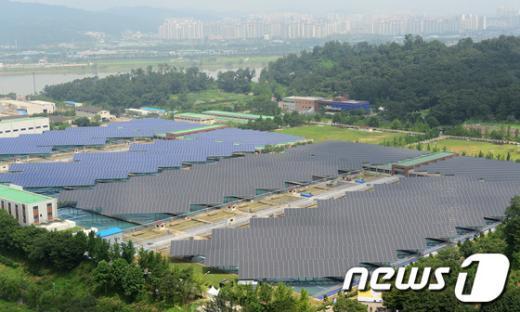 [사진]가동 시작한 암사 태양광 발전소