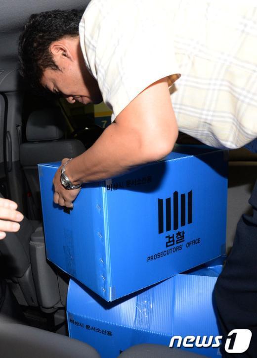 """[사진]검찰, """"CJ 세무조사 로비 의혹"""" 전 국세청장 자택 압수수색"""