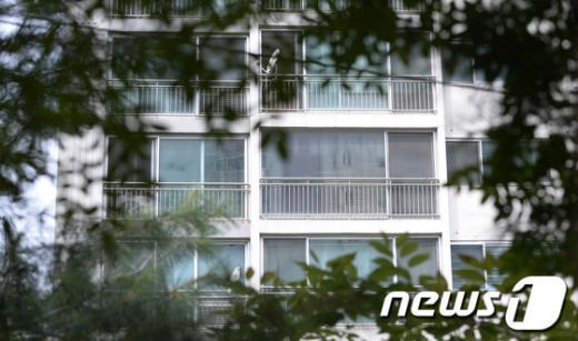 [사진]블라인드로 가려진 전군표 전 국세청장 자택
