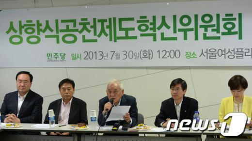 [사진]상향식공천제도 혁신위 찾은 김한길 대표