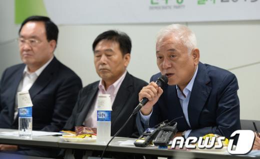 [사진]김한길, 상향식공천제도 혁신위 참석