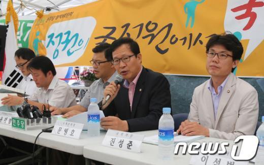 """[사진]천막당사에서 열린 """"국정원 개혁 토론회"""""""