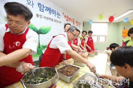 """[사진]이재영 LH 사장 """"맛있게 먹어요"""""""