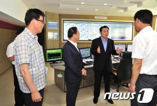 [사진]남상호 청장, 충주댐 운영실태 점검