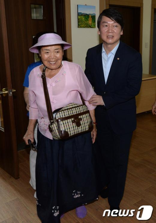 [사진]위안부 피해 할머니 찾은 안철수 의원