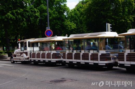 ↑ 콜마르 시가지를 구석구석 돌아다니는 관광열차인 꼬마 기차. ⓒ사진=송원진